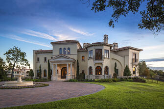 lakeside luxe front driveway