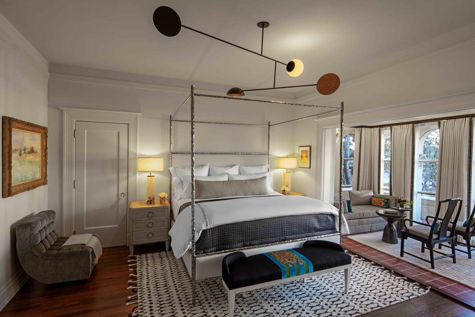 la colombe d'or bedroom
