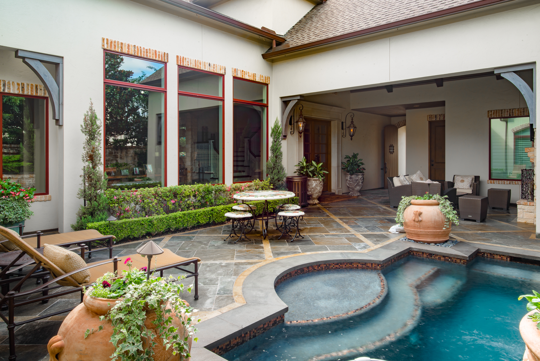 Sims_custom_home_pool_maintenance