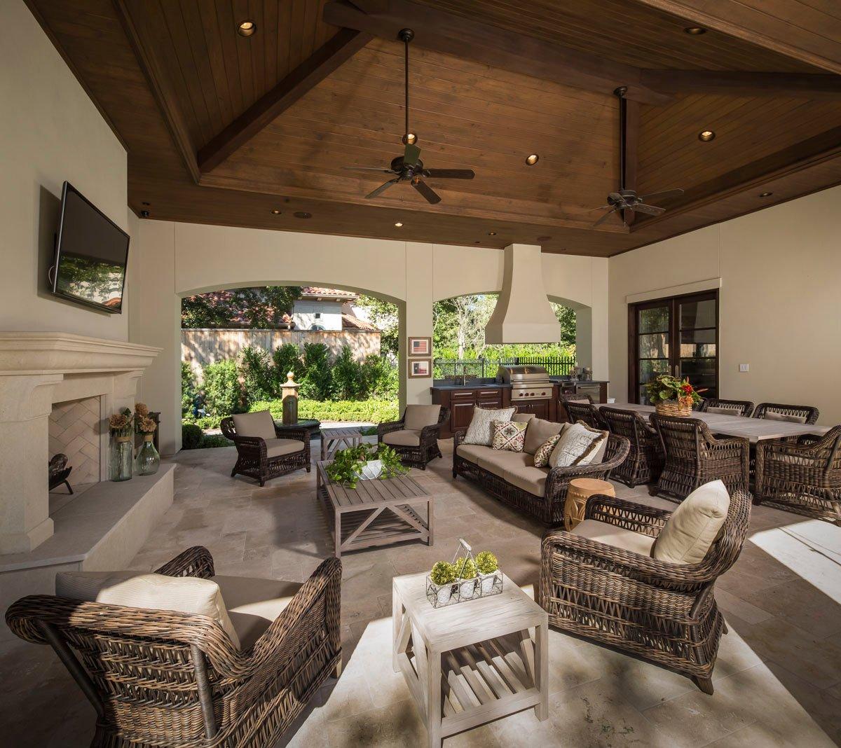 memorial manor outdoor living room