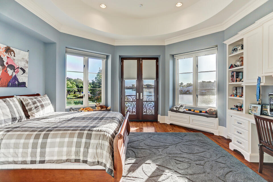 paradise point guest bedroom