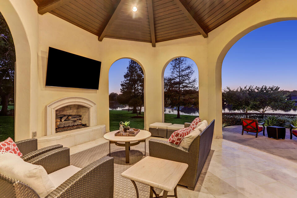 paradise point outdoor living area