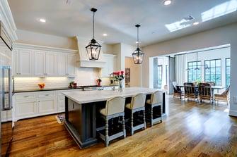 Transitional luxury home kitchen