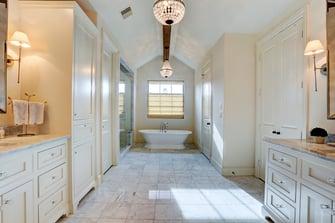Transitional luxury home bathroom
