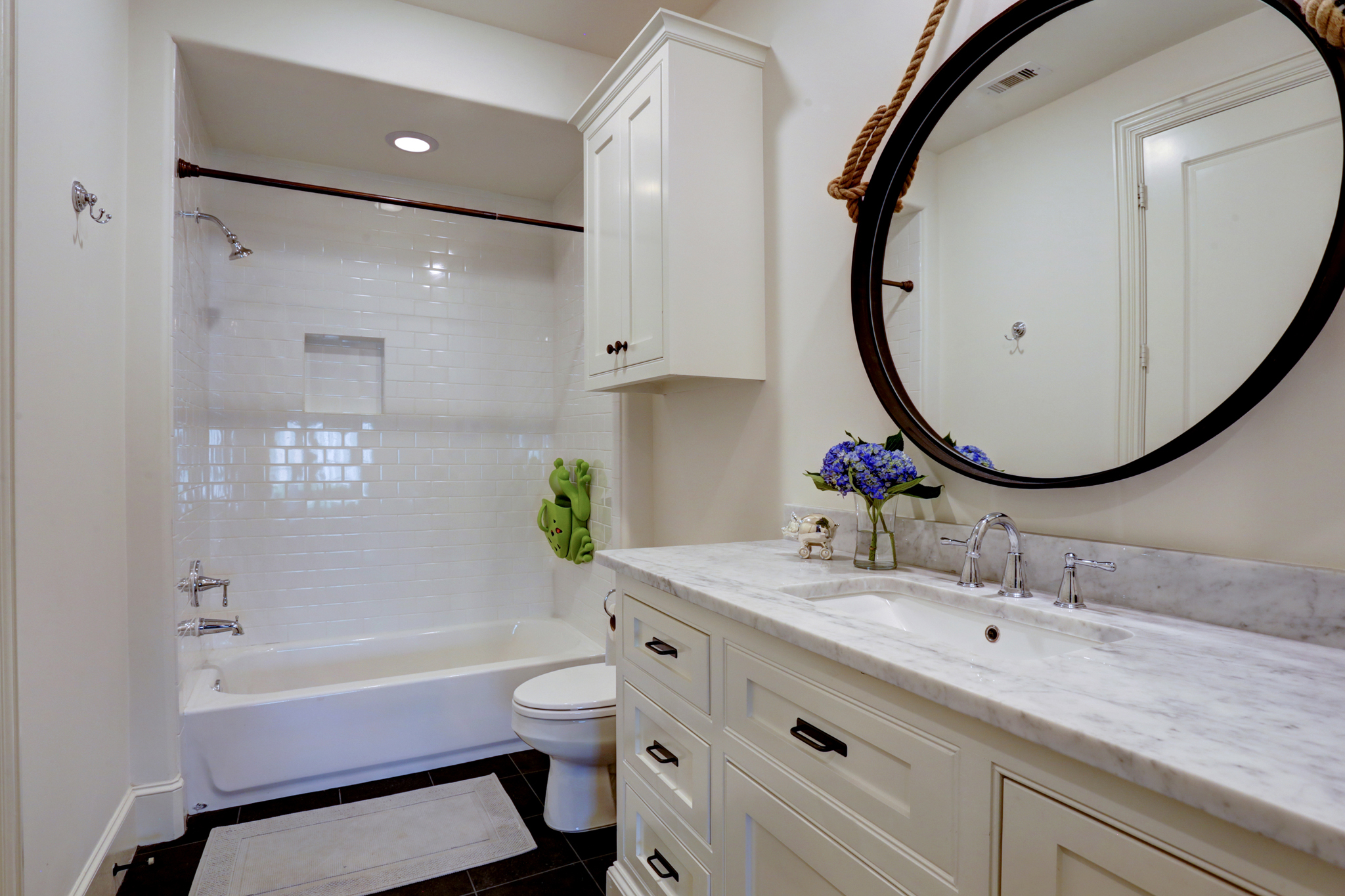 Transitional luxury home bathroom