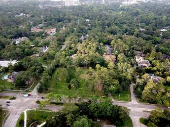 Cleared wooded homesite in the heart of Piney Point