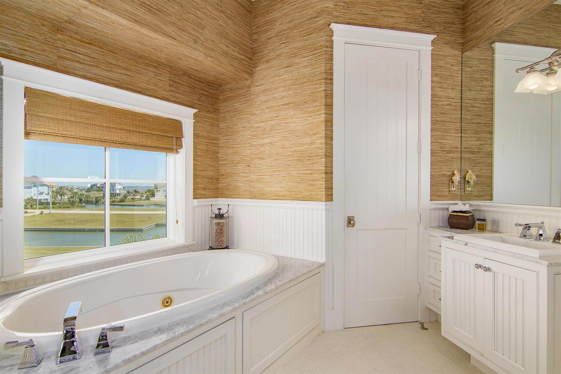victorian bayhome bathrom with lake view