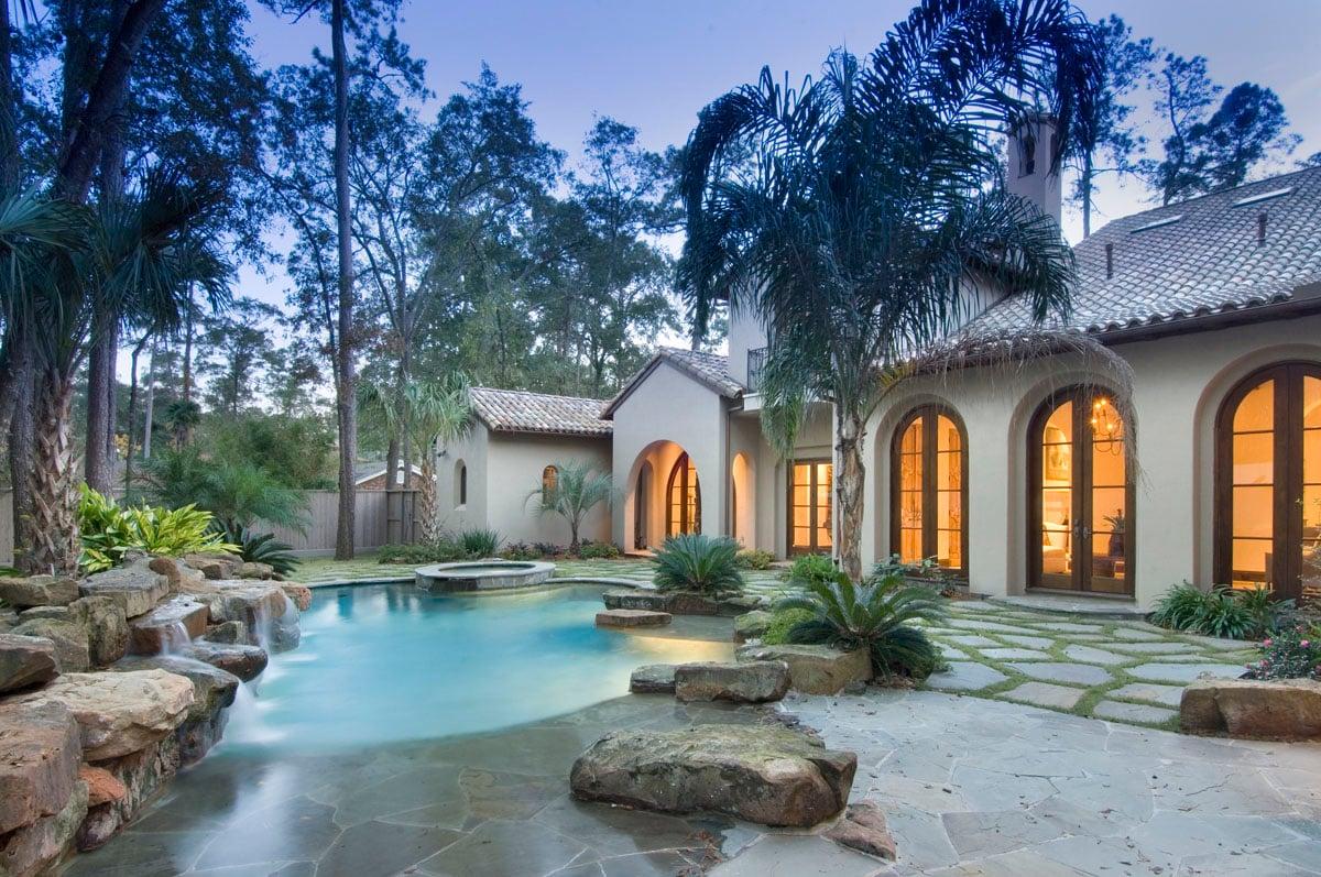 spanish colonial back yard pool