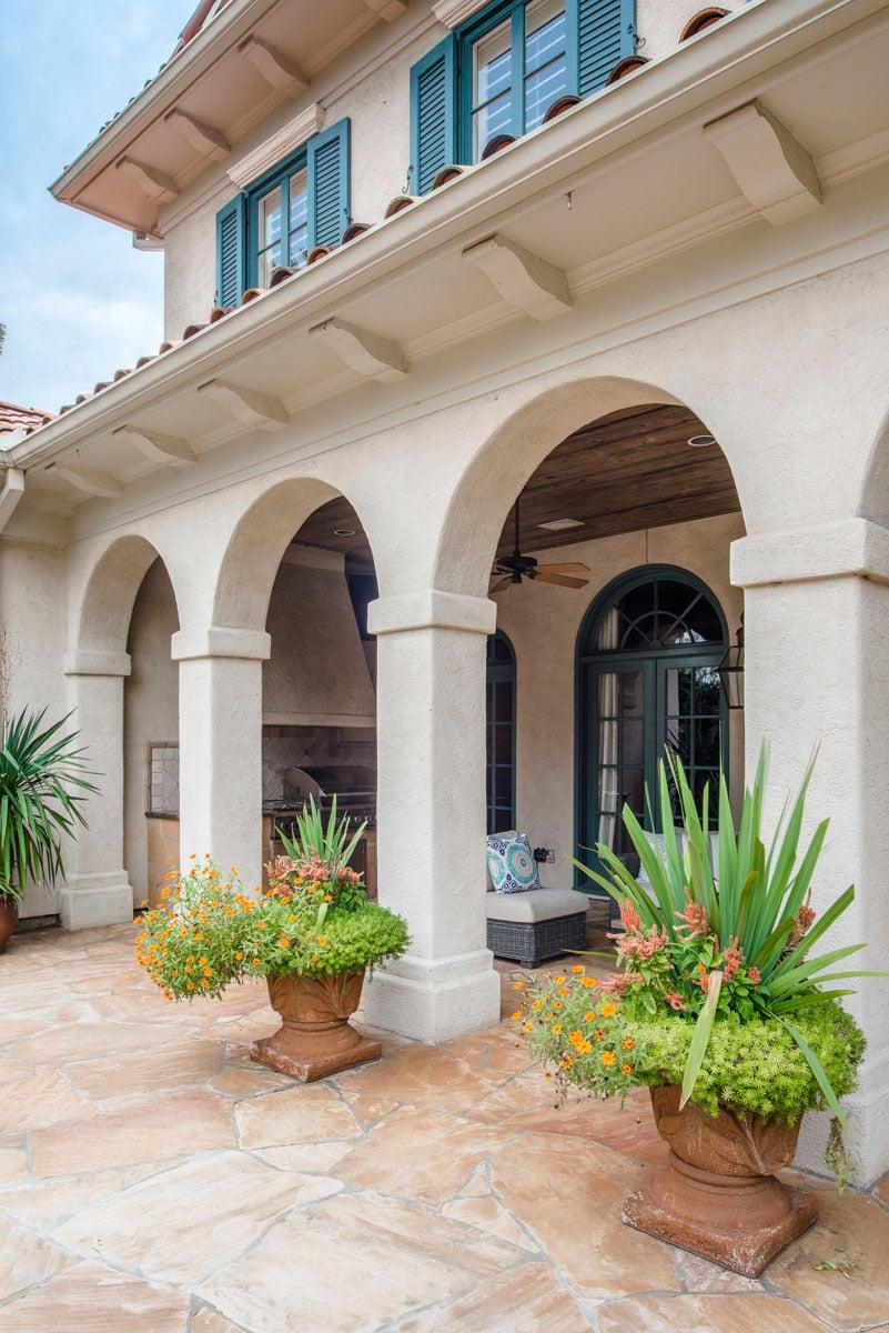 italianate mediterranean back patio archway design