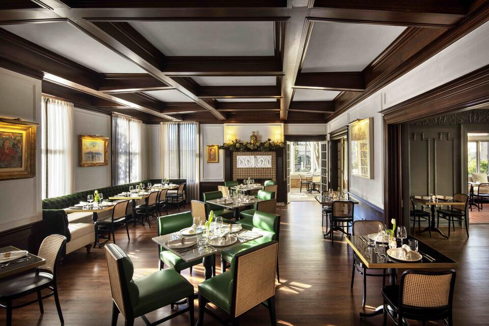 la colombe d'or dining